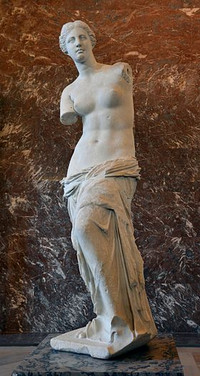 Front_views_of_the_venus_de_milo_3